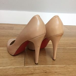 Christian Louboutin Shoes - Christian Louboutin nude declic heel