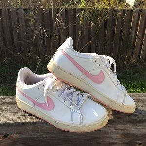 Nike Shoes - Old school Nike tennis shoes 6 Y 7.5 W