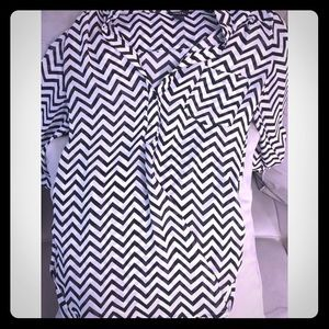 Forever 21 Tops - Black and white chevron print top