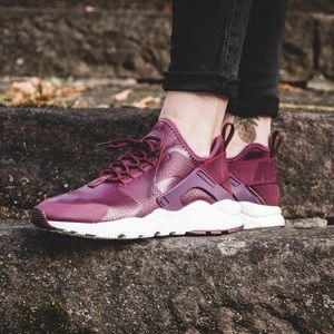 Nike Shoes - ⚡️LAST 1 ⚡️Nike -Maroon Air Huarache Run Ultra PRM