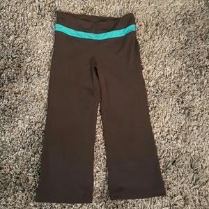 GAP Pants - Gap Body Capri Pants - Small