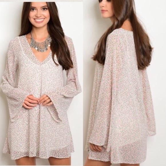 Dresses & Skirts - Taupe, Flare sleeve tunic mini dress! Floral print