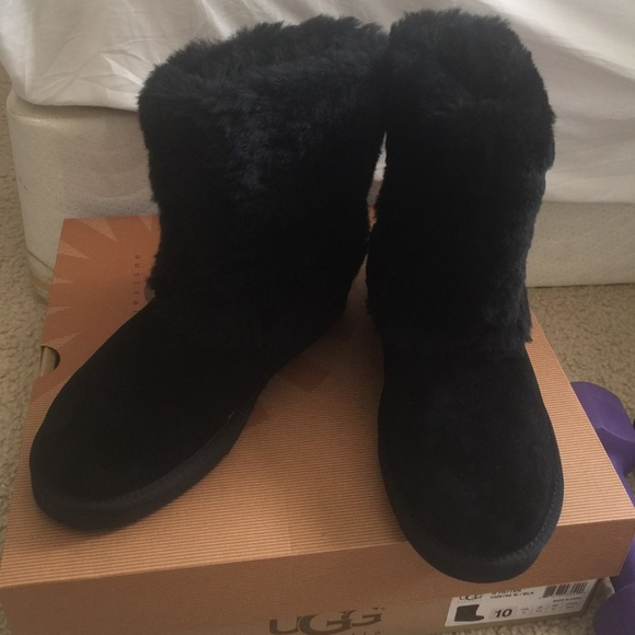 6ad920113a3 New UGGS PATTEN BLACK FUR SIZE 10 NWT
