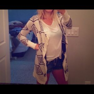 Sweaters - Black & White Tribal Cardigan Small