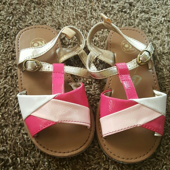 3dc364d1c07 Old Navy toddler sandals. M 581e2b878f0fc4663c03754a