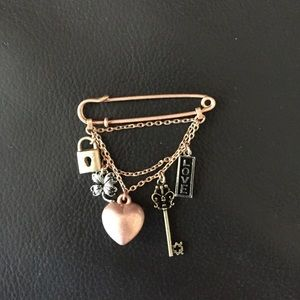 Jewelmint Jewelry - Brooch