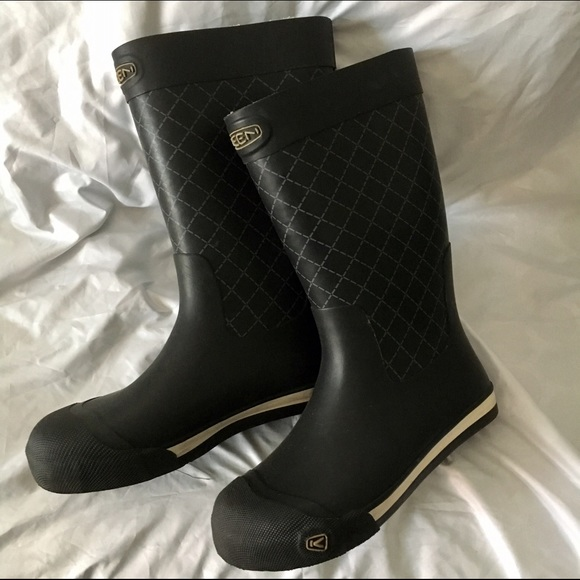 ff1e2fb1e501 Keen Shoes - Size 8 black Keen women s rain boots