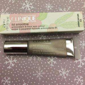 Clinique Other - Clinique lid smoothie 8hr shadow 13