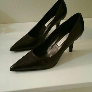 Ann Marino Shoes - NIB Ann Marino brown pumps