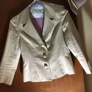 isabel & nina Jackets & Blazers - Isabel & Nina tan 3 button blazer
