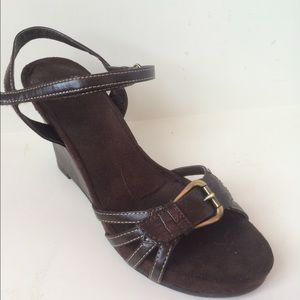 aerology  Shoes - NWOT! Aerology Brown Leather Strappy Sandals