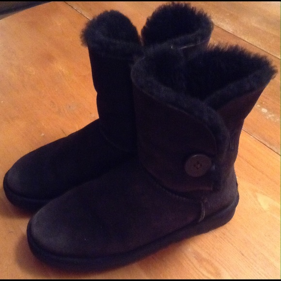 Uggs With Buttons On Side 63% off UGG Sho...
