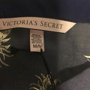 8751298f7c4 Victoria s Secret Intimates   Sleepwear - VS Mayfair pjs blue w silver foil  pineapple print