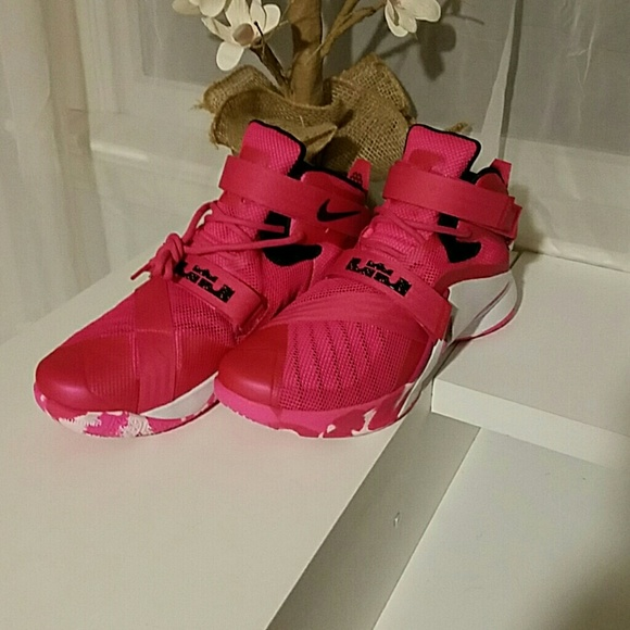 online store 6e179 e9bae Nike LeBron soldier 9 Think Pink