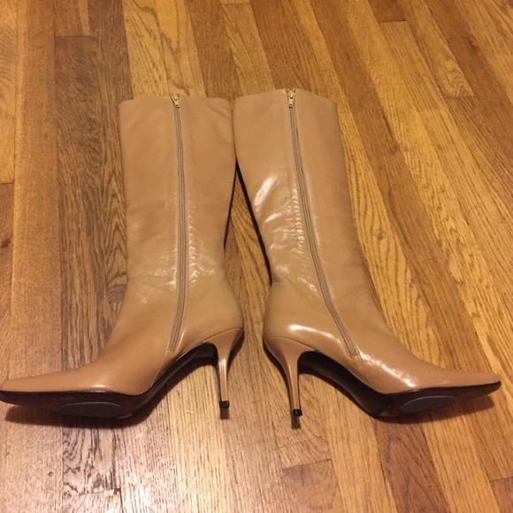 83 off stuart weitzman shoes sale stuart weitzman boots from elizabeth 39 s closet on poshmark. Black Bedroom Furniture Sets. Home Design Ideas