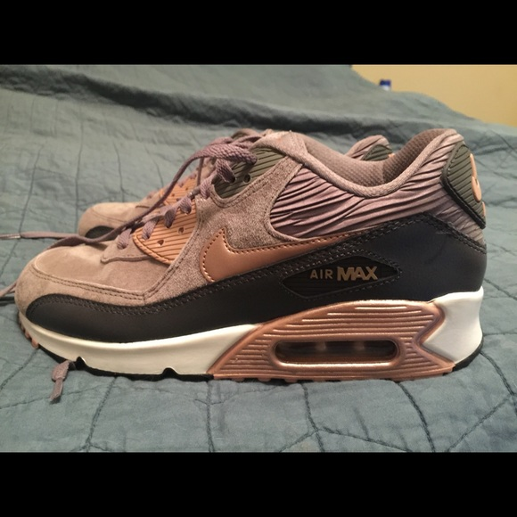 differently e055b e983e Nike Air Max 90 in Rose Gold & Taupe