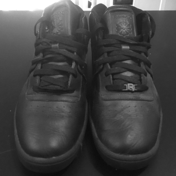 outlet store 2aa42 a181c Men s Reebok classic all black tennis shoes. M 581f3fed8f0fc4c21e06b46c