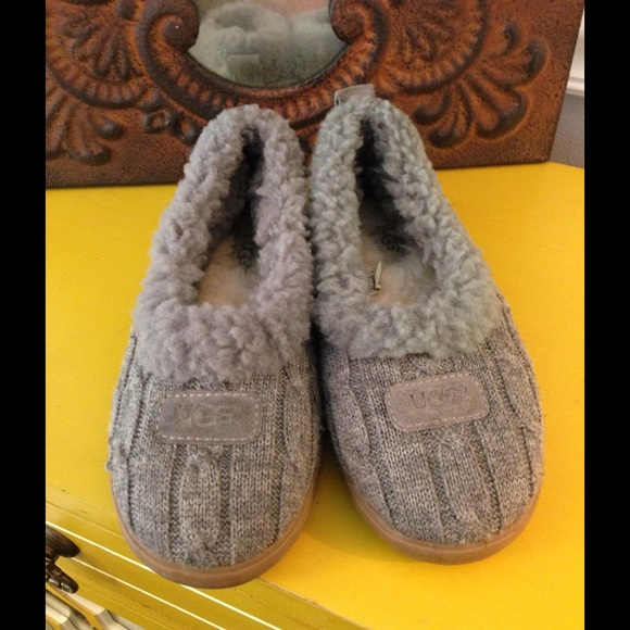 0f900576a90 PRICE FIRM GRAY UGG HOUSE SHOES SLIPPERS SZ 6