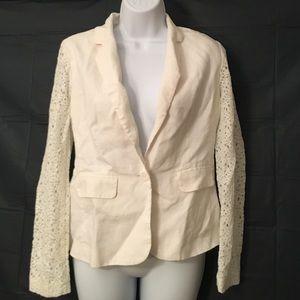 BCBG Jackets & Blazers - BCBG sz 6 Gorgeous Blazer w Lace Arms