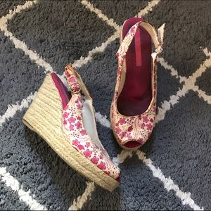 Shoes - 🌸 Pink floral wedges.