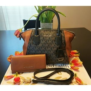 Michael Kors Handbags - Set SOLD on another site