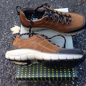 Clarks Shoes - [Clarks] NWT Wave trek walking shoe in brown sz 6W