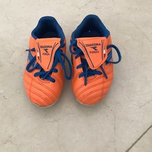 Diadora Other - Diadora unisex orange/blue soccer shoes 8.5
