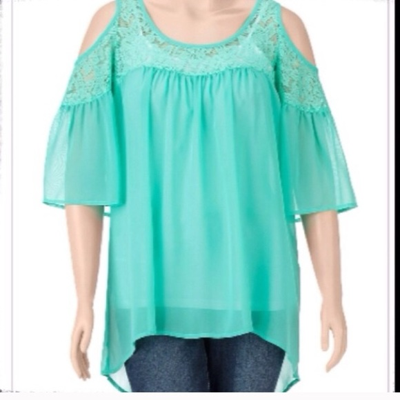 6e9216ace2287 NWT MINT GREEN COLD SHOULDER LACE HI-LOW TOP. NWT. wishful park