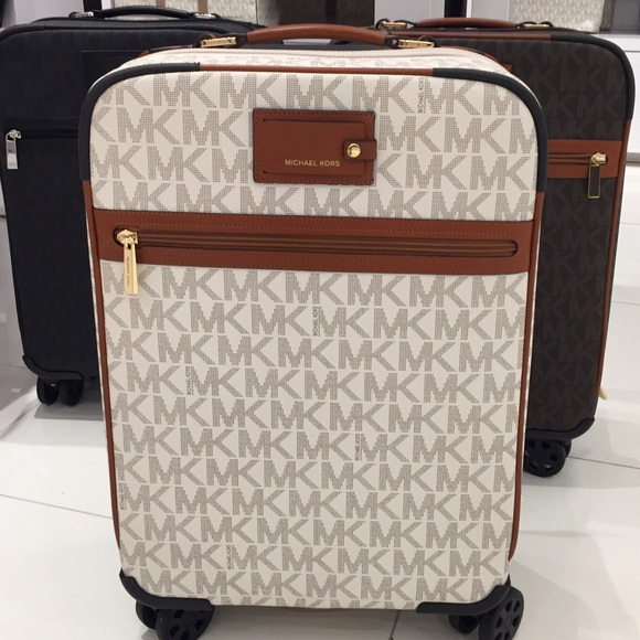 bf0d6cc8037d 🆕MK Travel Vanilla Trolley