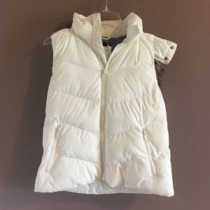 Gap white puffer vest with removable faux fur hood