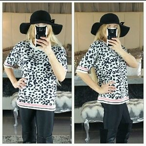 """Boutique Tops - 🚨2 LEFT🚨""""WILDSIDE"""" Animal print knitted top"""