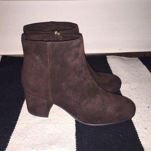 Elyssa Low Heel Booties- size 6 Brown Lord&Taylor