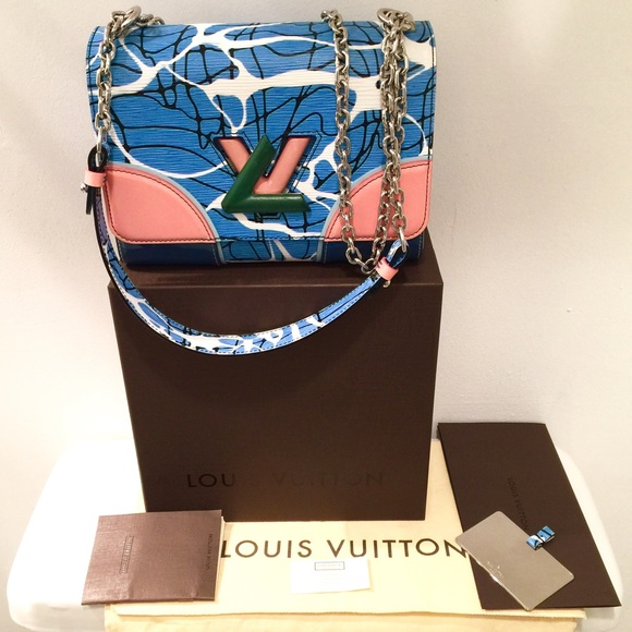 9d8f2791f3d8 Louis Vuitton Twist MM Epi Cruise shoulder bag