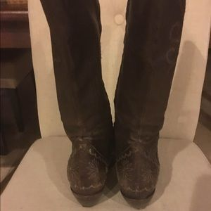 Beautiful used look leather,fashion cowboy boots</div>