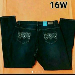 NWT Plus Size Skinny Jeans Size 16W