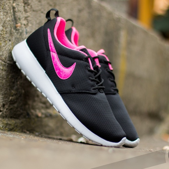 NEW Nike Roshe One   black   pink 7fec00fd58