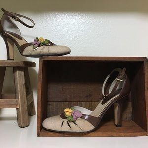 ENZO ANGIOLINI brown leather high heel w/ 🌼detail