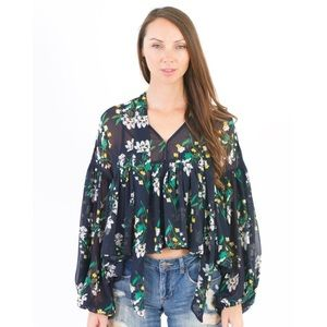 Tops - [Boutique]dramatic chiffon floral blouse