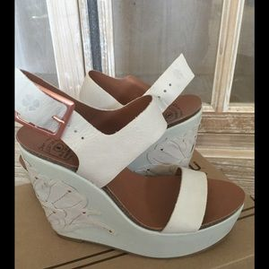 **never worn** Lucky Brand wedges, size 8