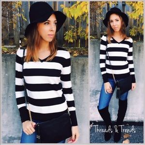Threads & Trends Sweaters - Black & White V Neck Sweater