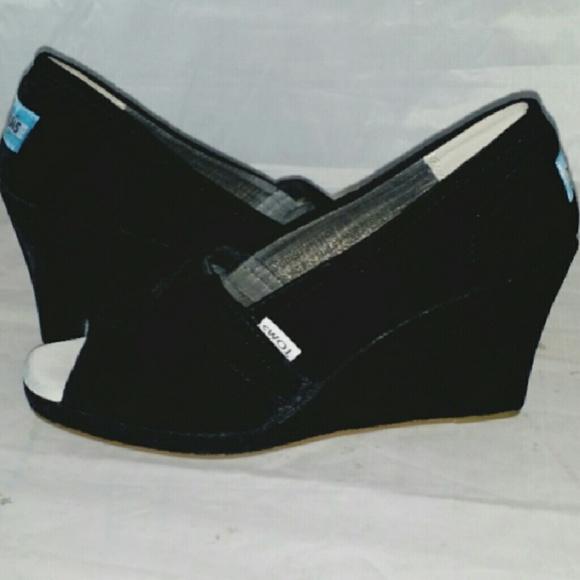 black velvet toms