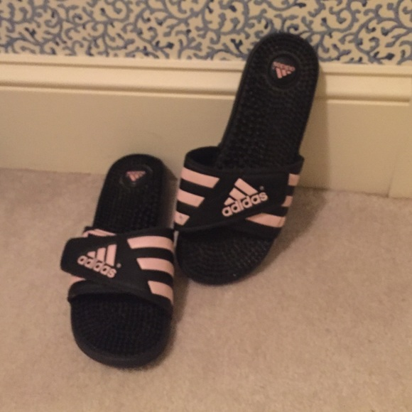 Adidas zapatos negro y rosa adjustable Slide en sandalias poshmark