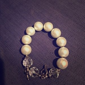 Jewelry - Large pearl clasp bracelet