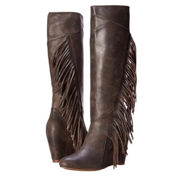 aa625bf40c59 NEW Koolaburra Paradis Leather Fringe Wedge Boot