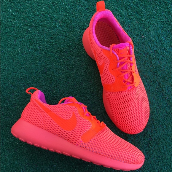 816553543dfd Nike Shoes   Final Price Womens Roshe One Hyp Sneaker   Poshmark