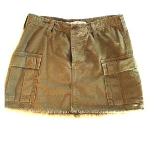 Joie cargo mini skirt  size 2.  Army green  Cute!