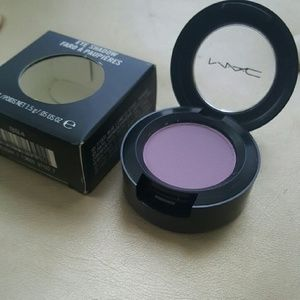 BNIB MAC L.E. EYESHADOW!!