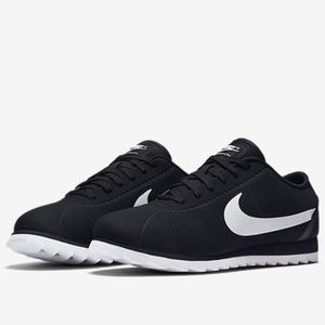 black nike ultra moire shoes