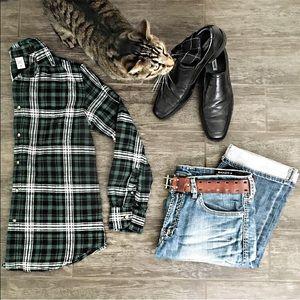 Men's flannel button up shirt M green plaid black