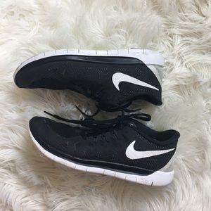 Nike Shoes - Nike FreeRun 5.0